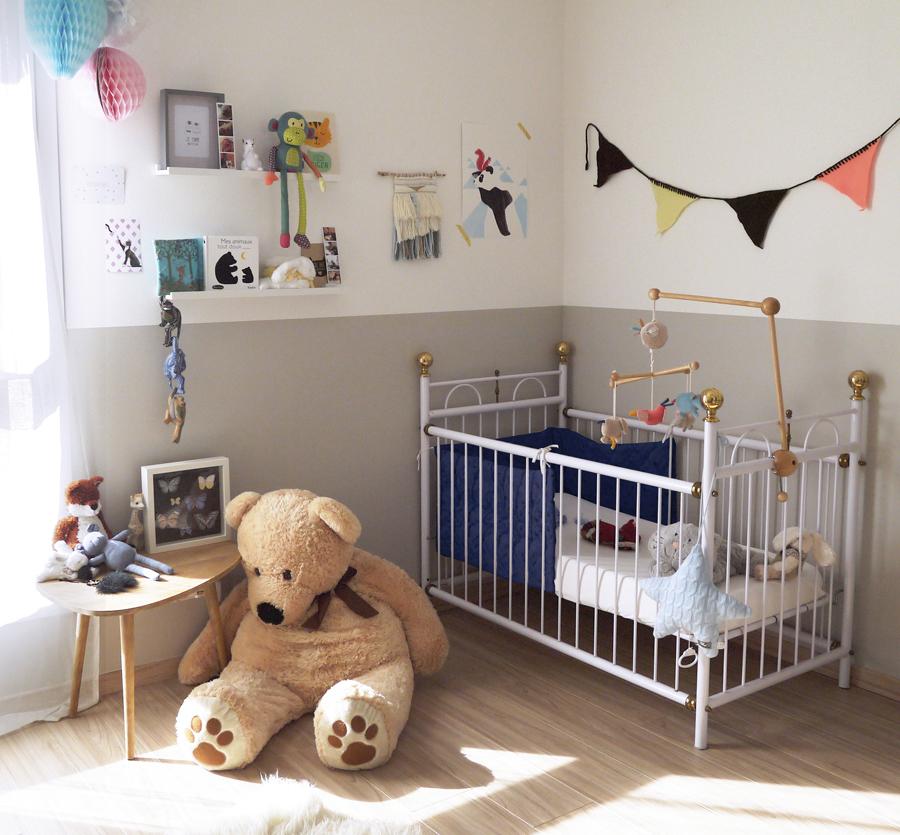 Décoration chambre bébé près d'Annecy, couleurs douces, gris, blanc, taupe ...