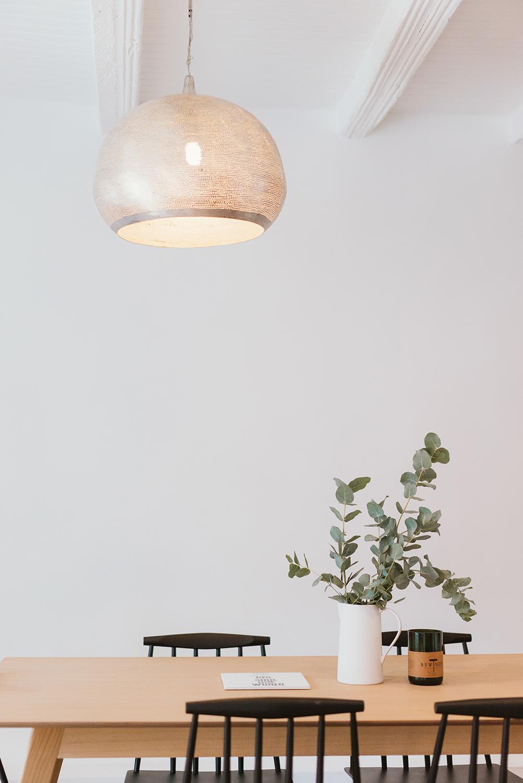 Inspiration kinfolk pour cet appartement décoré par NOESIS Architecture