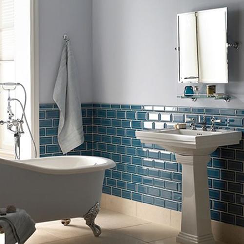 salle de bain bleu esprit vintage décoration rétro