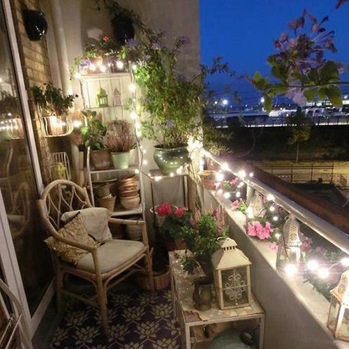astuces comment d corer un petit balcon noesis. Black Bedroom Furniture Sets. Home Design Ideas